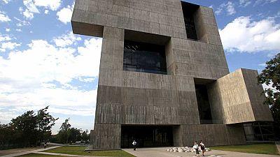 El chileno Alejandro Aravena, galardonado con el Premio Pritzker, considerado el Nobel de la Arquitectura