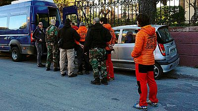 Los tres bomberos españoles esperan que el juez dicte la sentencia