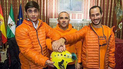 Los tres bomberos que fueron arrestados en Lesbos regresan a España y relatan su experiencia rescatando refugiados