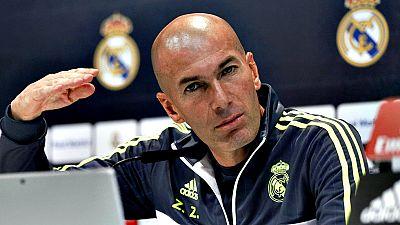 """Zinedine Zidane, técnico del Real Madrid, se refirió a la situación del futbolista colombiano James Rodríguez y opinó que le ve preparado para jugar pese a que aún no ha sido titular desde que él se hizo cargo del equipo. """"Yo no le veo preocupado, me"""