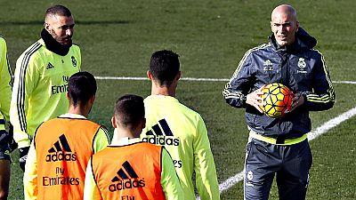 El Real Betis y el Real Madrid dirimirán un duelo importante en el Benito Villamarín, la primera salida del equipo blanco con Zinedine Zidane en el banquillo.