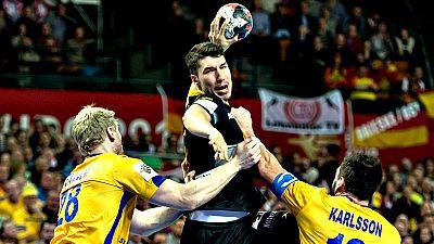 La selecci�n espa�ola de balonmano se enfrenta a Dinamarca en el primer partido de la 'Main Round', en un encuentro al que ambos conjuntos llegan invictos y en el que el vencedor dar� un paso casi definitivo para estar en las semifinales del Campeona