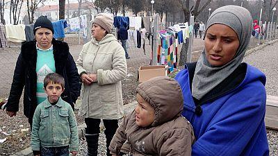 Las refugiadas sufren malos tratos, explotación y acoso sexual en los países por los que pasan