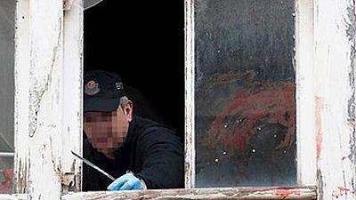 La madre acusa al hombre que arrojó a su bebé por la ventana de estar abusando de él