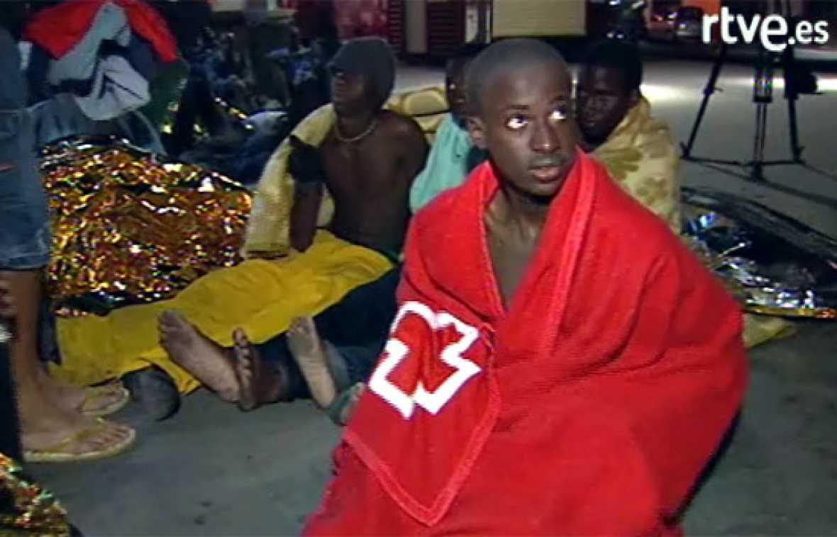 Un cayuco con 61 inmigrantes llega por sus medios a La Gomera