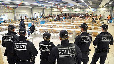 Cerca de 16 millones de alemanes están amenazados de pobreza y la llegada de refugiados supone una presión muy fuerte para las clases más desfavorecidas del país. Esto es el caldo de cultivo perrfecto para el auge de los populismos, tanto de la extre