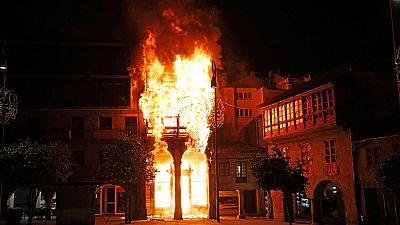 Un incendio arrasa un edificio del centro histórico de Pontevedra