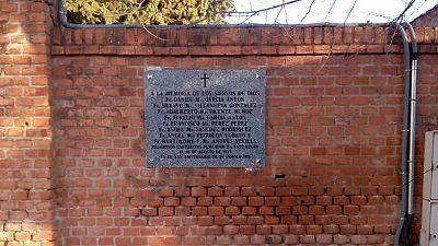 Madrid repone la placa que retiró tomándola por un símbolo franquista