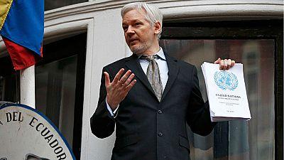 """El fundador de WikiLeaks, el australiano Julian Assange, ha calificado de """"victoria histórica"""" la decisión de la ONU que condena su detención de más de cinco años en Londres, en un mensaje desde el balcón de la embajada de Ecuador, donde está refugia"""