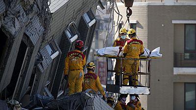 Continúan los trabajos de rescate tras el seismo en Taiwan