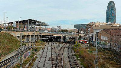 Un incendio en una estación abandonada obliga a cerrar la circulación de trenes en Barcelona