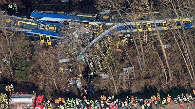 Al menos nueve muertos en un choque frontal entre dos trenes cerca de Múnich