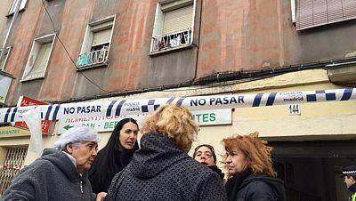 Desalojados unos vecinos de Vallecas por riesgo de derrumbe