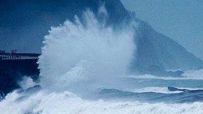 El temporal de agua y viento sigue azotando con fuerza la cornisa cantábrica