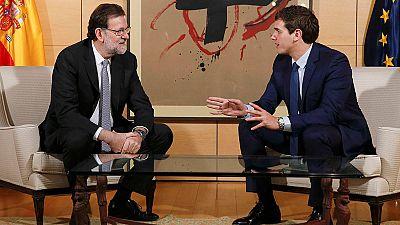 Rajoy ofrece a Rivera cinco propuestas de pacto de Estado, que tambi�n env�a a S�nchez