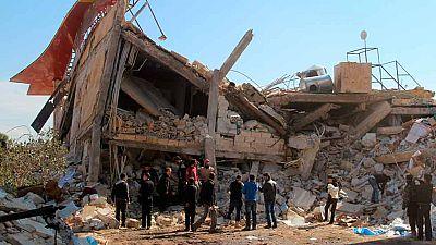 Dos bombardeos contra hospitales en Siria dejan decenas de muertos