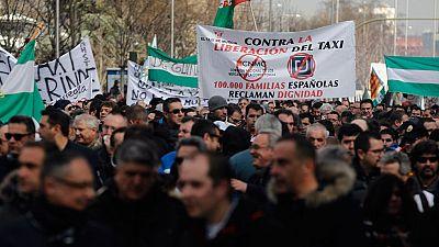Taxistas de toda España han vuelto a salir a la calle contra las plataformas de coches de alquiler sin conductor