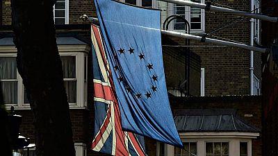 Los británicos siguen expectantes las negociaciones en Bruselas sobre un posible 'brexit'