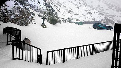 Temporal de nieve en Canarias, con 17 carreteras cortadas, y mal tiempo en las costa penínsular