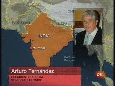 El presidente de la patronal madrileña, Arturo Fernández, ha asegurado que se encuentra con otro grupo de empresarios, fuera de peligro, en el malecón.