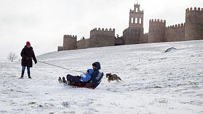 La nieve y el frío mantienen en alerta a 25 provincias del norte y del centro