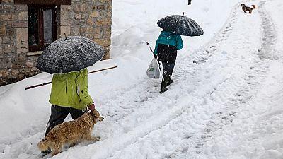 El viento, el frío y la nieve siguen afectando a buena parte de la península