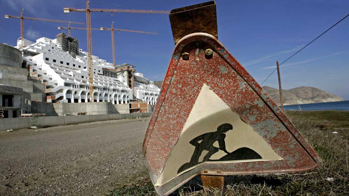 El Gobierno y la Junta de Andalucía financiarán a medias la demolición del Algarrobico