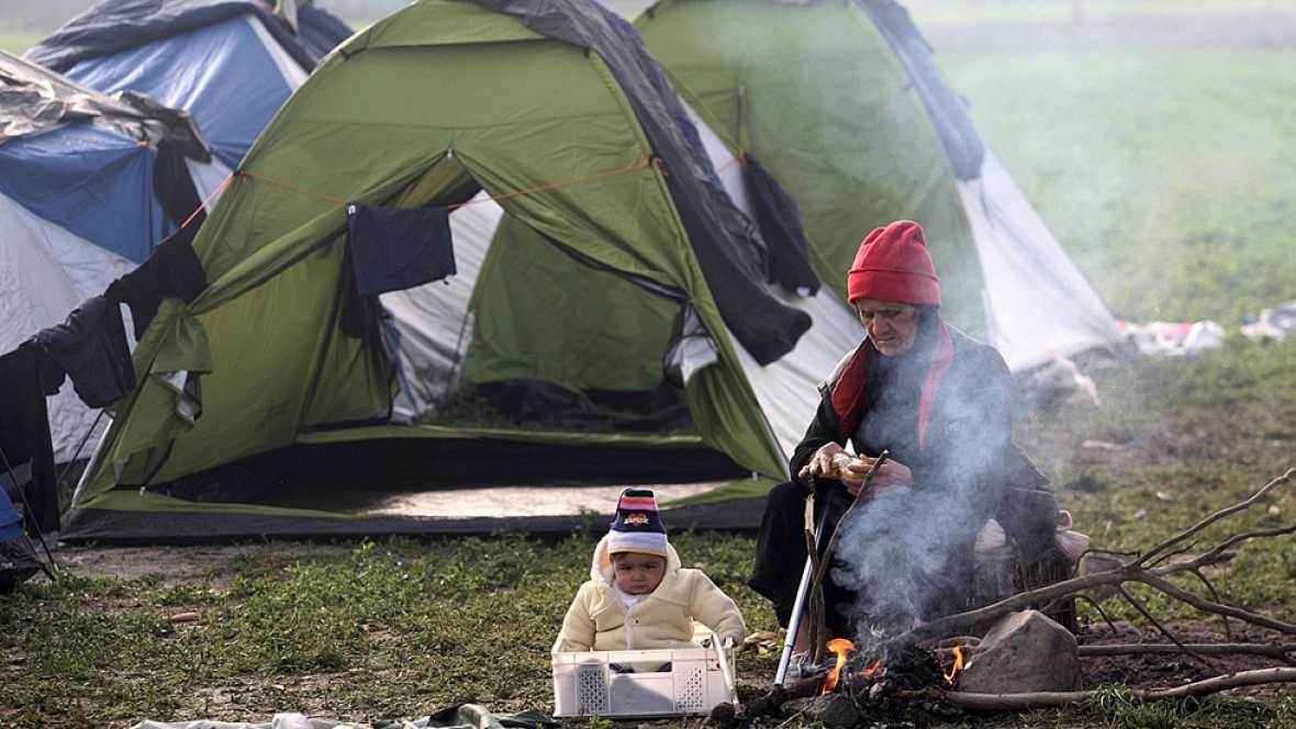 Prosigue la evacuación de la 'jungla' de Calais y empeora la situación de los migrantes en Grecia