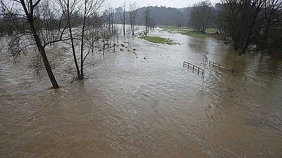 La fuerte crecida del Ebro amenaza con nuevas inundaciones en Aragón