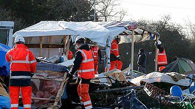 Francia continúa desmantelando el campamento de la 'jungla de Calais'