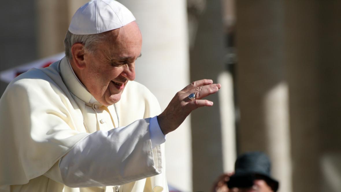 Así empieza el documental 'Francisco, el papa de los pobres'