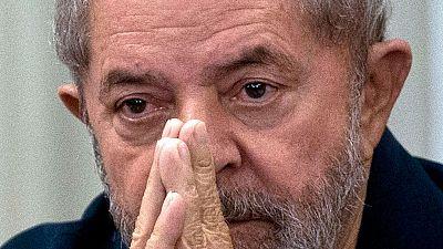 La policía brasileña detiene a Lula da Silva por presunta corrupción y registra su casa