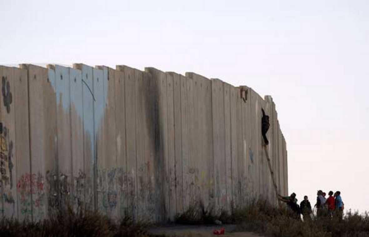 Palestinos, prisioneros del muro