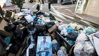 El Ayuntamiento de Málaga contrata una empresa externa para retirar la basura acumulada por la huelga