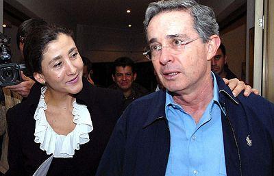 La ex candidata a la presidencia de Colombia, Ingrid Betancourt, ha visitado Colombia por primera vez desde su liberación en el marco de una gira latinoamericana.