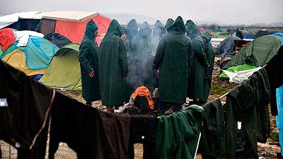 Los refugiados siguen llegando al campamento de Idomeni, donde ya hay más 14.000 personas