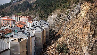 Más de 170 familias desalojadas en Ondarroa por el desprendimiento de una ladera