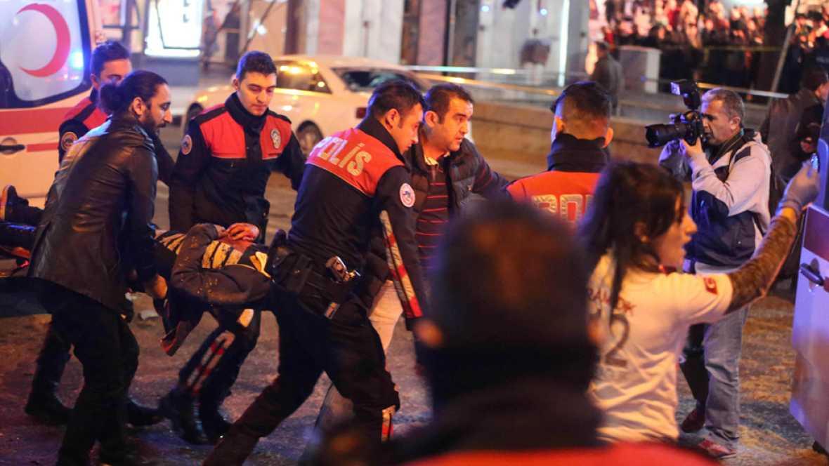 Al menos 37 muertos de muertos y más de 100 heridos tras estallar un coche con explosivos en Ankara