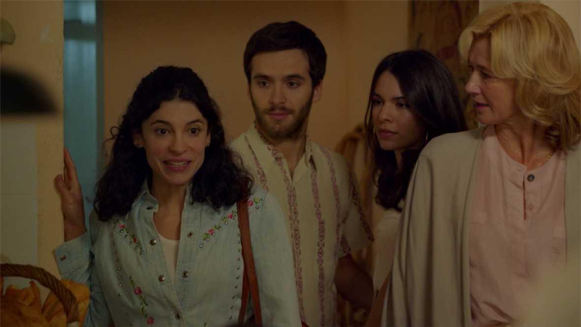 Cuéntame cómo pasó - Julia se une a la vendimia de los Alcántara e Inés consigue ayuda