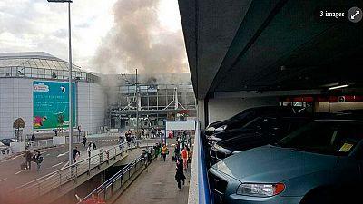 Imágenes del interior del aeropuerto de Zaventem en Bruselas durante su evacuación tras las dos explosiones