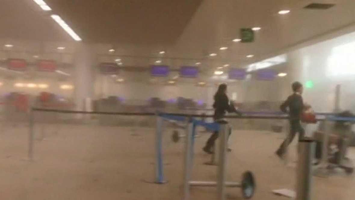 Imágenes del interior del aeropuerto de Zaventem momentos después de la explosión