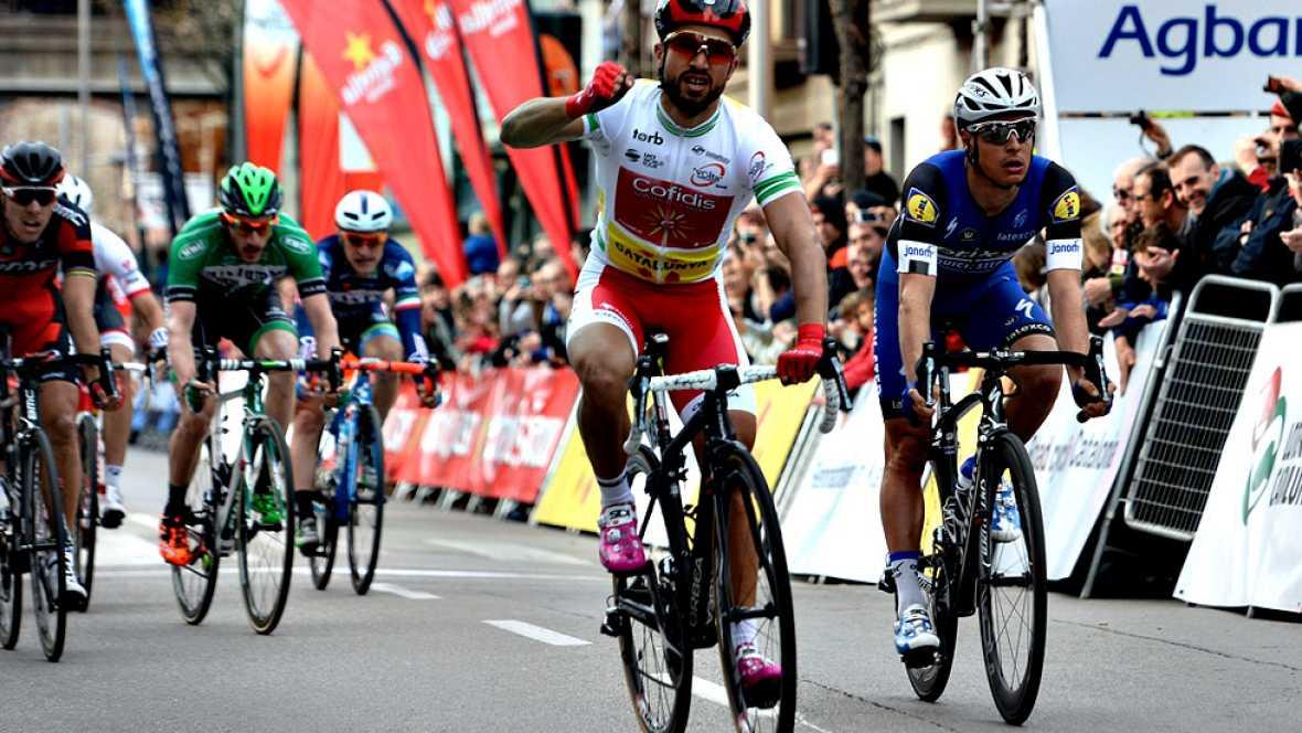 El ciclista francés Nacer Bouhanni (Cofidis) se ha impuesto este  martes en la segunda etapa de la Volta a Catalunya, disputada entre  Mataró y Olot sobre 178,7 kilómetros, en una jornada tranquila y  apacible para el pelotón al llevar un ritmo suave