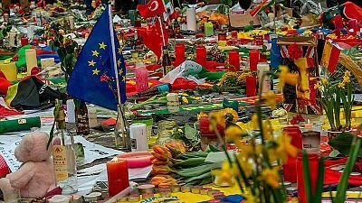 Bruselas intenta recuperar la normalidad aunque no olvida a las víctimas