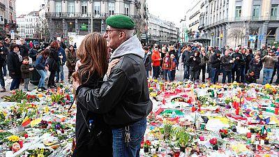 Siguen los homenajes espontáneos a las víctimas de los atentados de Bruselas