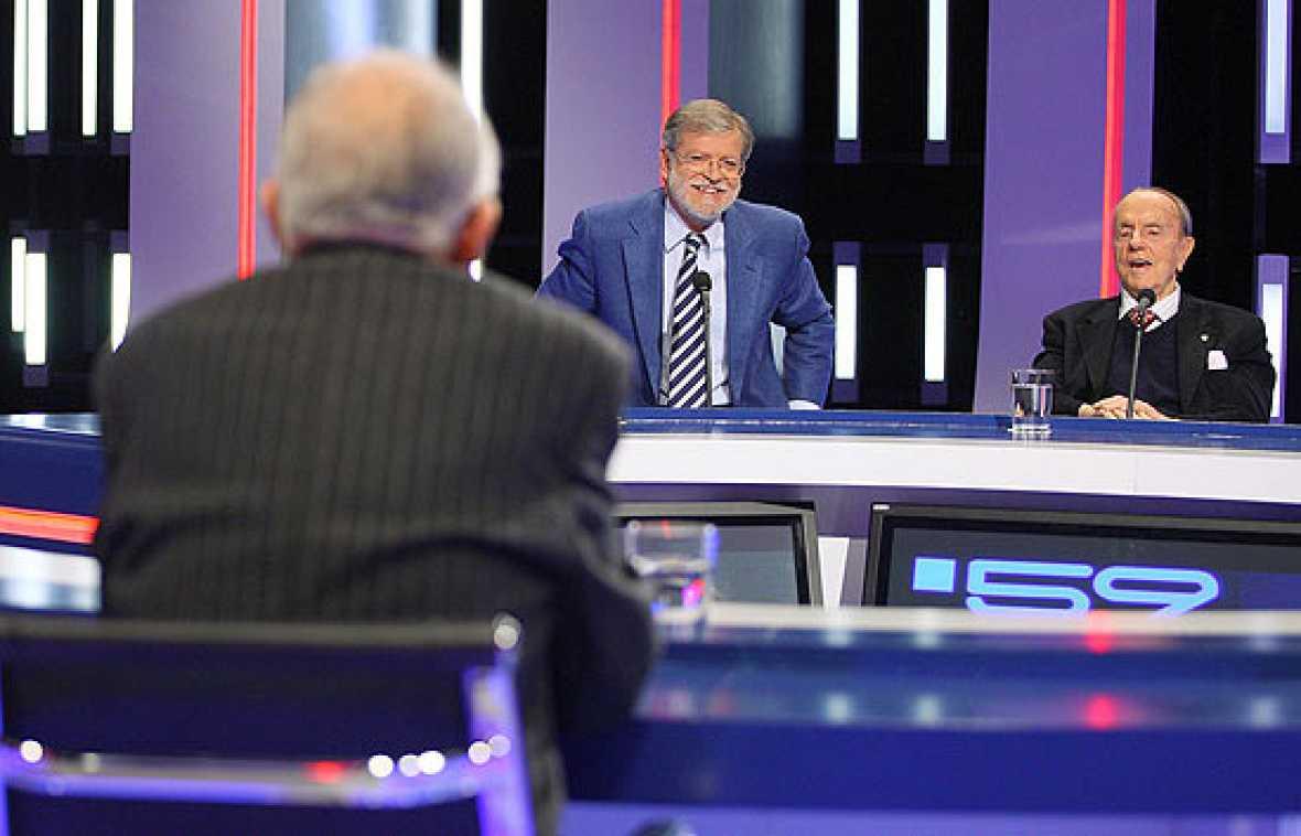 Los históricos políticos españoles, Manuel Fraga y Santiago Carrillo, se enfrentan por la Memoria Histórica en el programa especial de la Constitución de '59 segundos'.