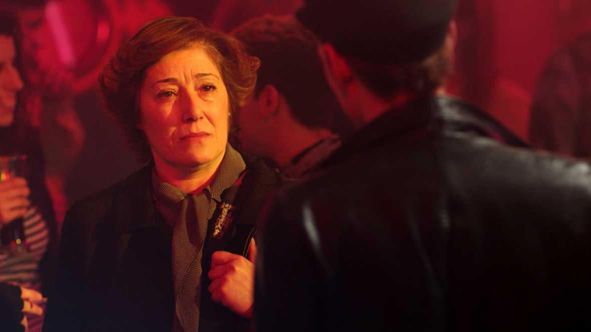 Cuéntame cómo pasó - La madre de Tino aparece en el Flybar