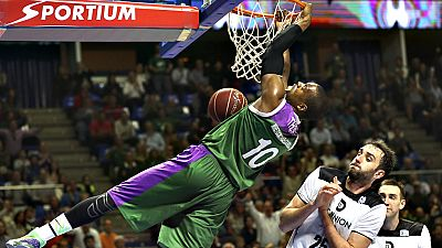 El Unicaja ha remontado ante el Dominion Bilbao Basket, ganando por 82-77 con uin Kenny Hayes estelar, autor de 11 puntos en el último cuarto, y el brillo de Nedovic con dos mates para sentenciar en el último minuto.