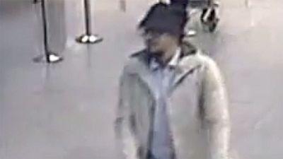 La polic�a belga difunde un nuevo video del 'terrorista del sombrero'