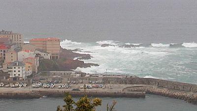 Olas, viento y lluvia en el norte de España, hasta 25ºC en Levante