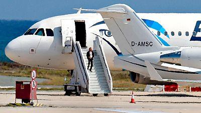 El secuestro de un avión egipcio acaba sin heridos tras entregarse el secuestrador en Chipre